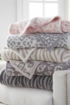 8 Barefoot Dreams Dupe Blankets that are insanely soft